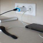 スマホ充電の電気代は?ケーブルをつなげたままだと高くなるのか
